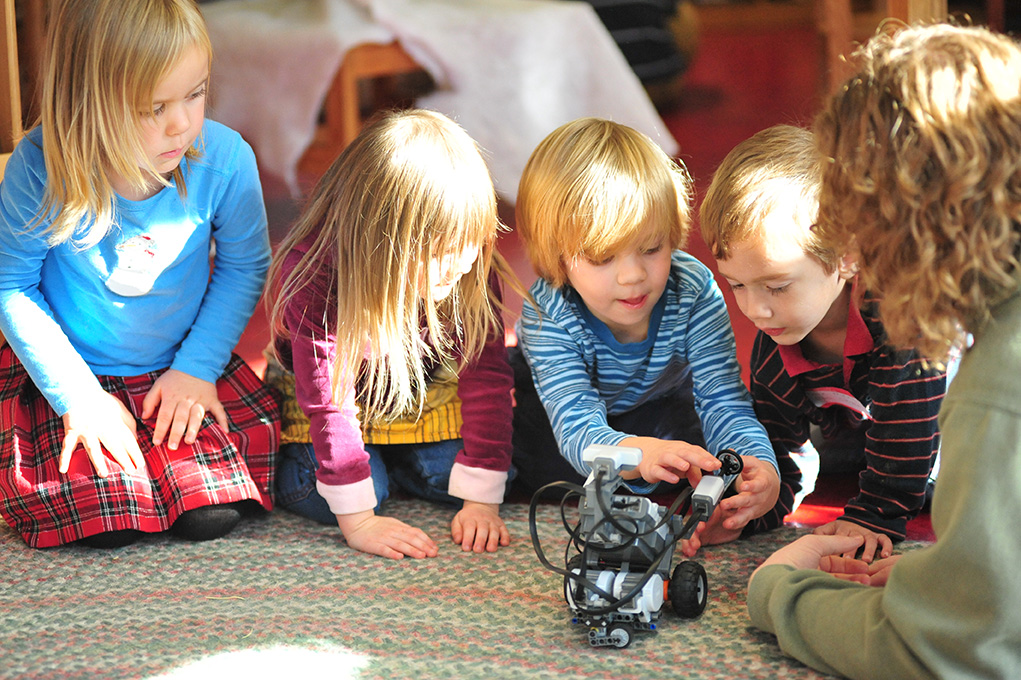 Our vision of humans, data and decisions.Children playing with a robot developed with artificial intelligence solutions.